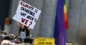Foto Cecilia Fabiano  - LaPresse 19-04-2019 Roma ( Italia)  CronacaManifestazione Fridays for future in Piazza del Popolo Nella foto: un momento della manifestazione  Photo Cecilia Fabiano - LaPresse April 19, 2019 Rome  ( Italy )News Fridays for future demonstration in Piazza del Popolo  In the pic: a moment of the demonstration